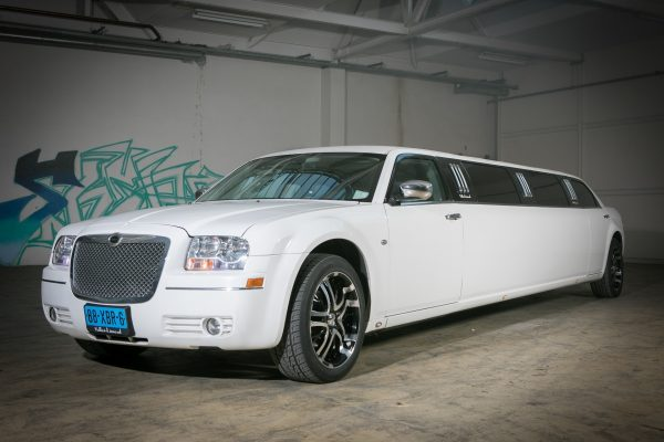 Chrysler 300C Limousine wit 1