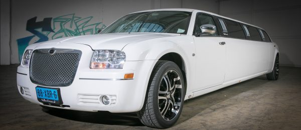 Chrysler 300C Limousine wit | Vallei Limousines | Limousines huren