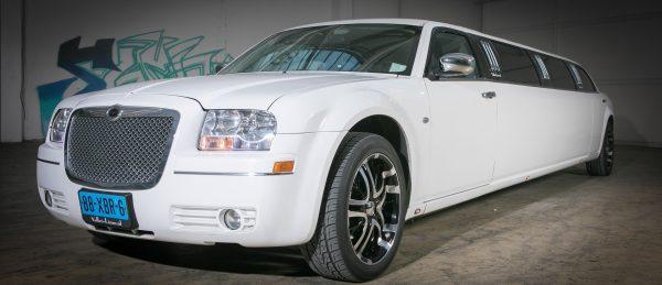 Chrysler 300C Limousine wit 2