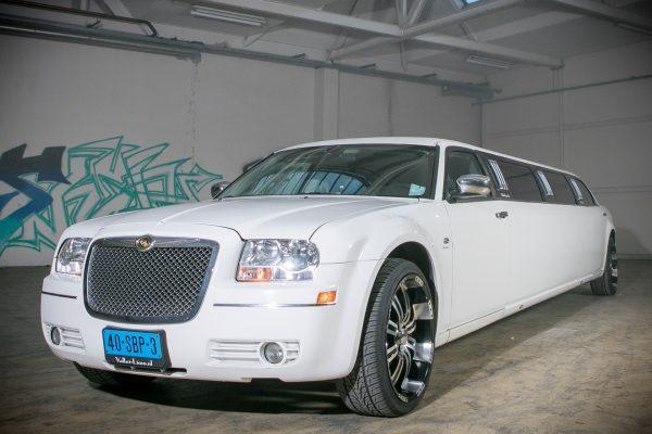 Chrysler 300C Limousine wit 3