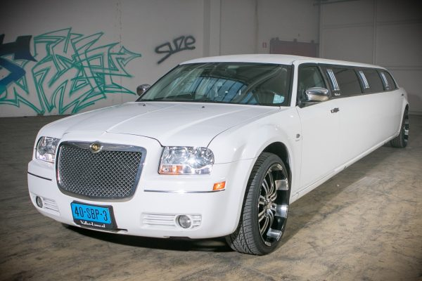 Chrysler limousine 300c | Vallei Limousines | Limousine huren