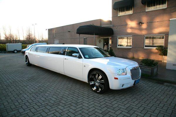 Witte limousine Chrysler | Vallei Limousines | Limousine huren