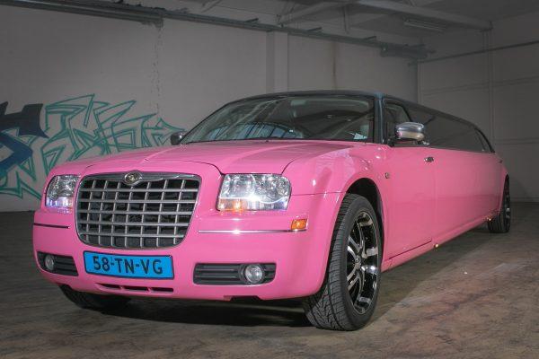 Chrysler 300C limousine roze | Limousine huren | Vallei Limousines