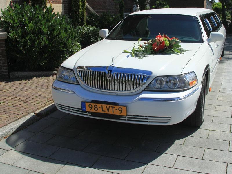 Lincoln Towncar met bloemstuk | Vallei Limousines | Limousine huren