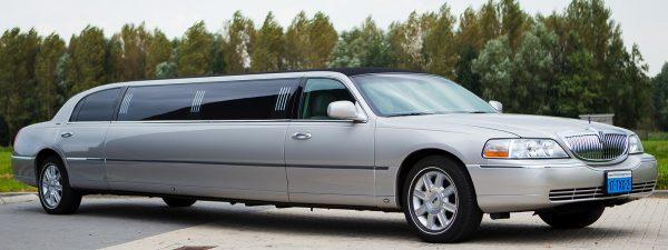 Zilveren Lincoln limousine